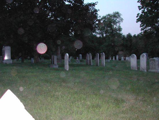 Resultado de imagem para orbes cemitério