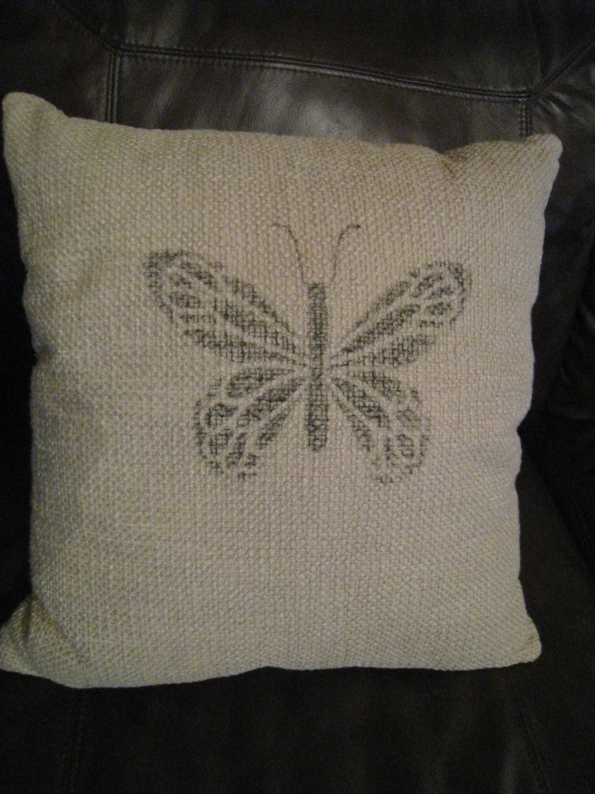 Stenciled butterfly pillow diy love cojines sillas y asientos