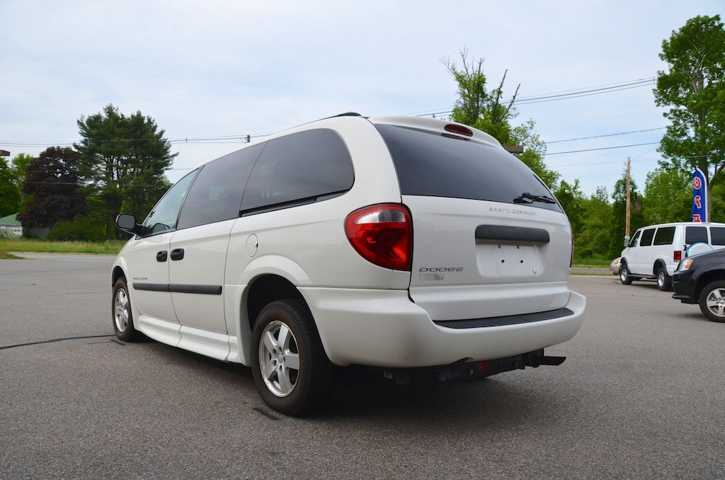 Rear Left Side View Of The 2006 Dodge Grand Caravan Se With A