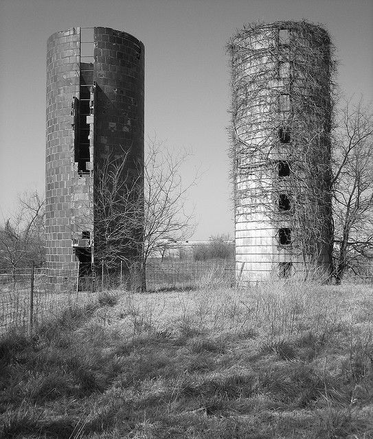 Two Old Silos Owasso Ok Owasso Abandoned Buildings Old Barns