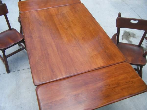 Delicieux Willett Furniture... Maple Table Showing Permanently Attached Leaves Pulled  Out From Underneath The Tabletop