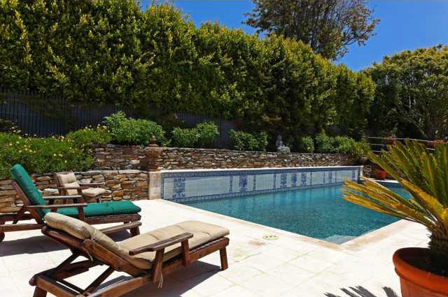 I love the tile & raised wall on the side of the pool