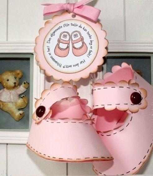 ideas de manualidades baby shower con zapatitos manualidades para baby shower