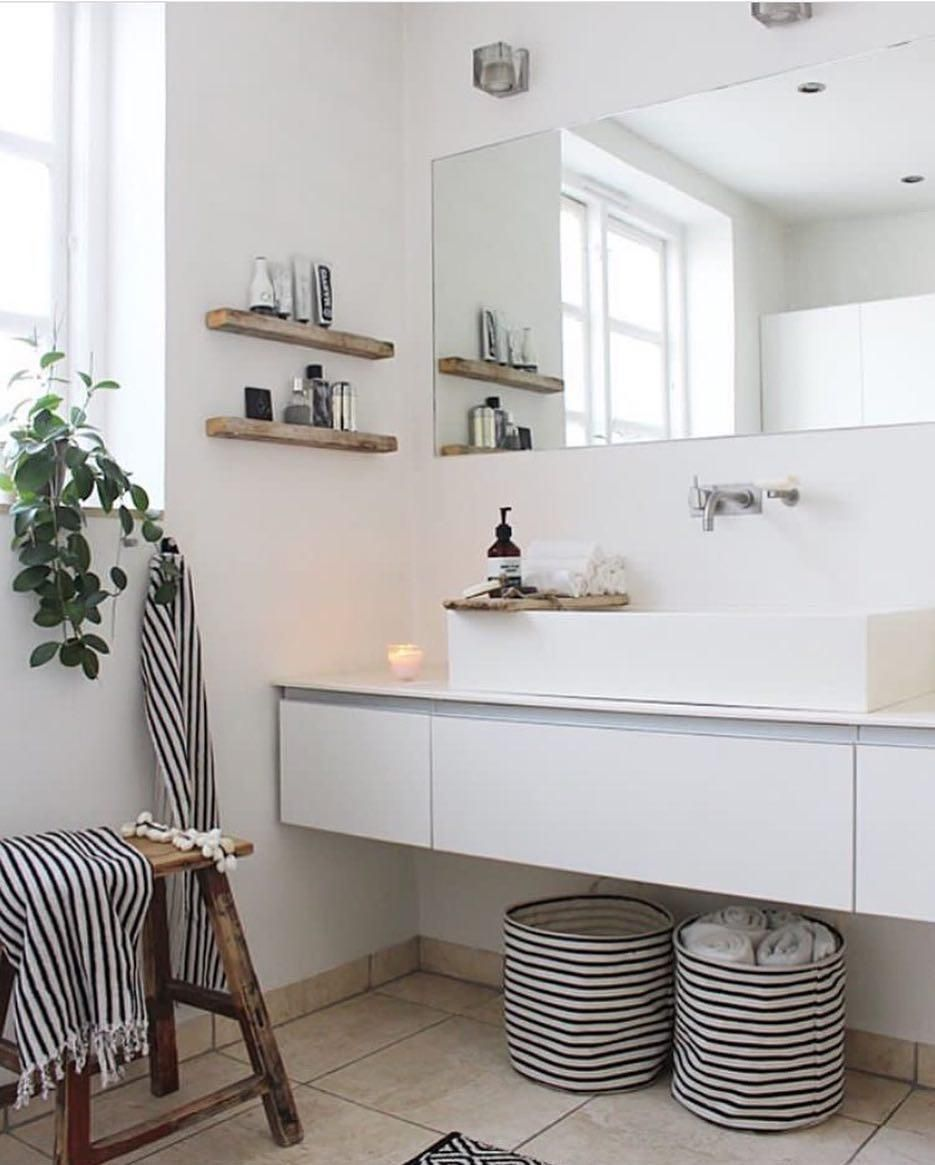 Aufbewahrungskorbe Taschen Online Kaufen Westwingnow Stripes Holt Euch Den Strei In 2020 Rustikale Wohnzimmermobel Badezimmer Innenausstattung Badezimmer Dekor