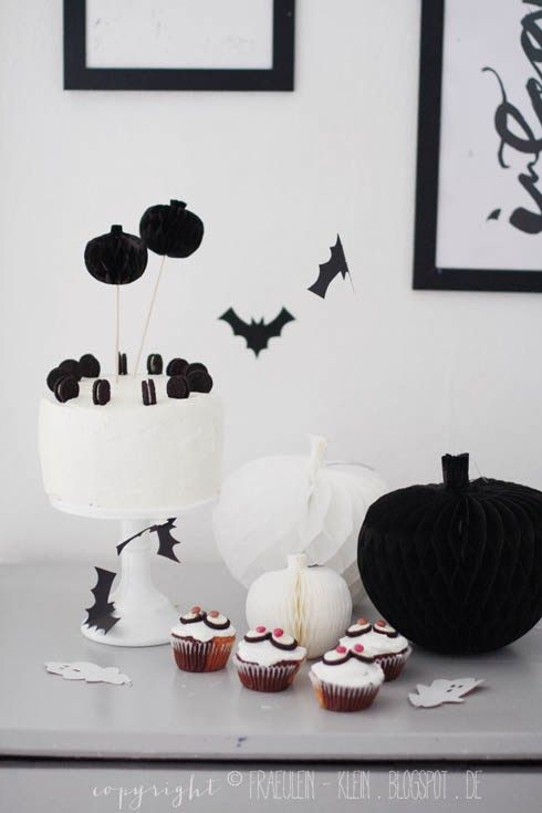 Fräulein Klein : Halloween Party - DIY Wabenball Kürbis | + Spooky ...