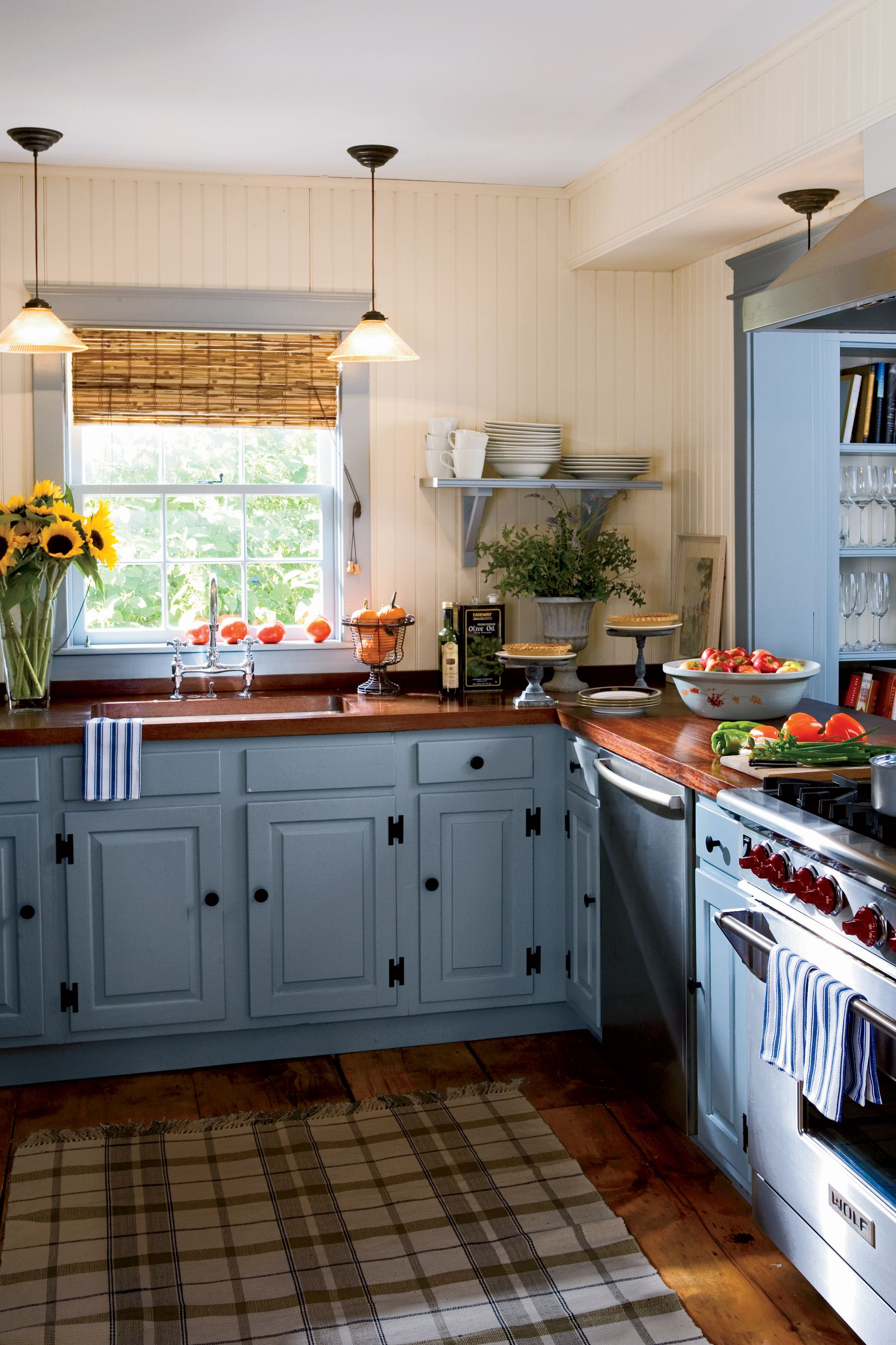 15 ways to add color to your kitchen sag harbor open for Country kitchen paint colors