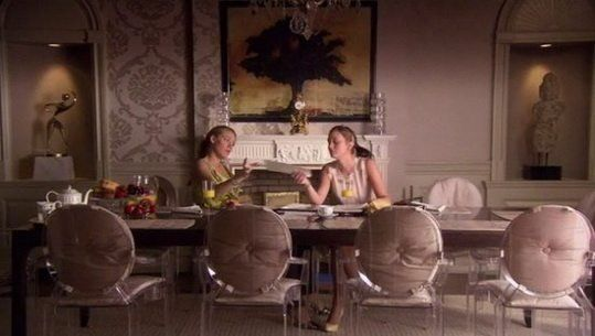 cushioned louis ghost chairs on gossip girl