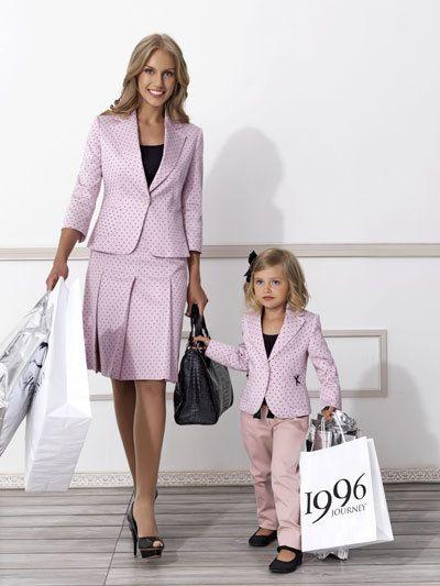 Journey Kids Le Anneler Ve Kizlari Bir Ornek Moda Stilleri Takim Elbise Elbise Modelleri
