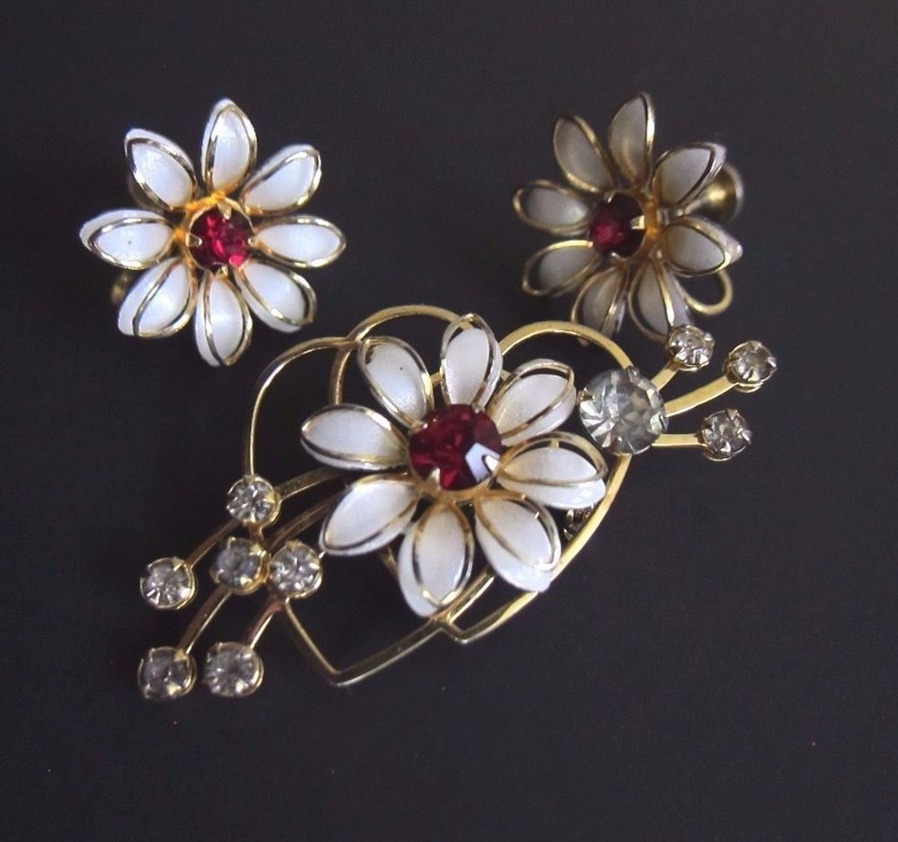 Purple and Clear Rhinestones Brooch and Screw Back Earrings Gold Tone Vintage Purple Jewelry Set Floral