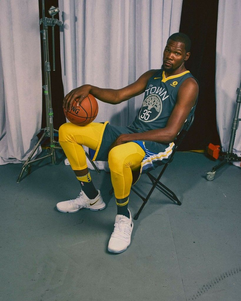 Kd Just Fits Right In In The Town Kevin Durant Warriors Basketball Team Kevin Durant Shoes