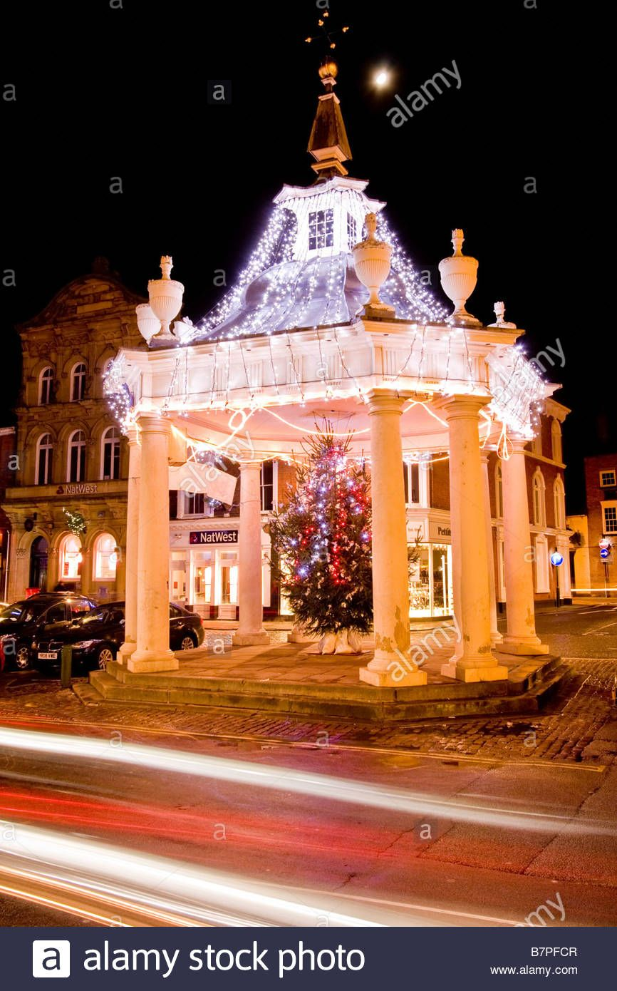 The Market Cross In Beverley East Yorkshire Lit By Christmas Lights Stock Photo Christmas Lights East Yorkshire Stock Photos
