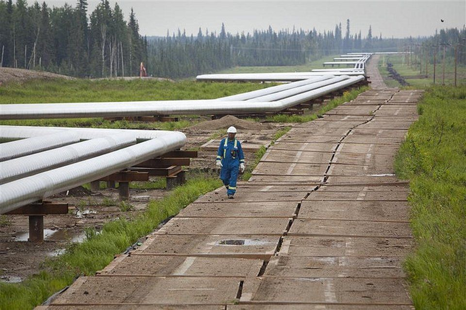 Alberta extends oil curtailment levels on railstrike,
