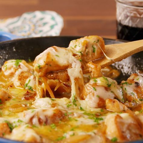 Photo of Cheesy French Onion Chicken Is Perfect Dinner