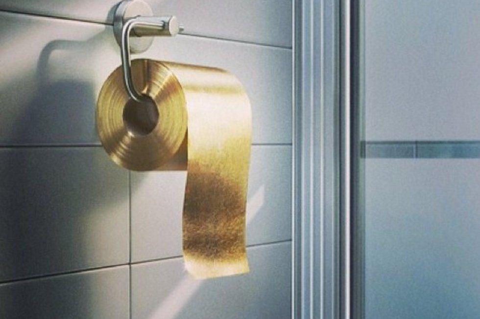 Tudo em dourados e em bom #kissandtell #lifestyle #renova #gold #toiletpaper  #goldobsession #sexy #excessluxury #renovagold
