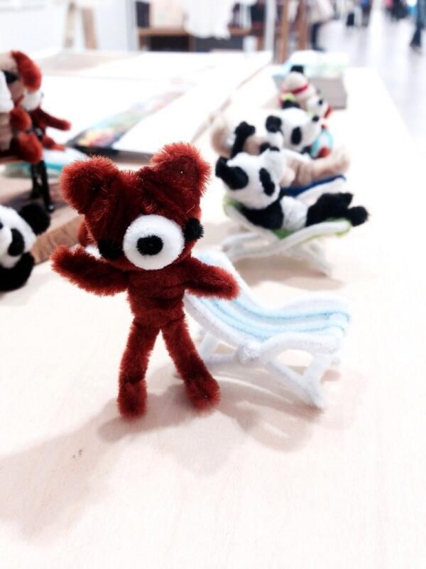 pipe cleaner bear and beach chairpipe cleaner artist