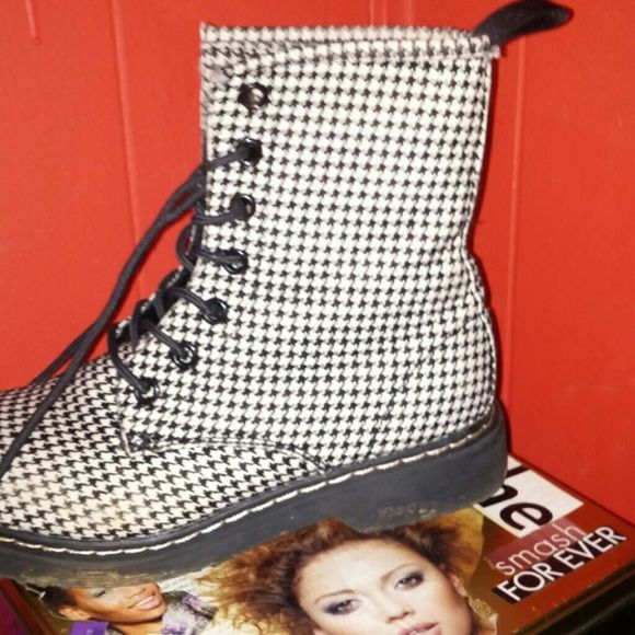 Houndstooth combat boots Worn twice Glaze Shoes