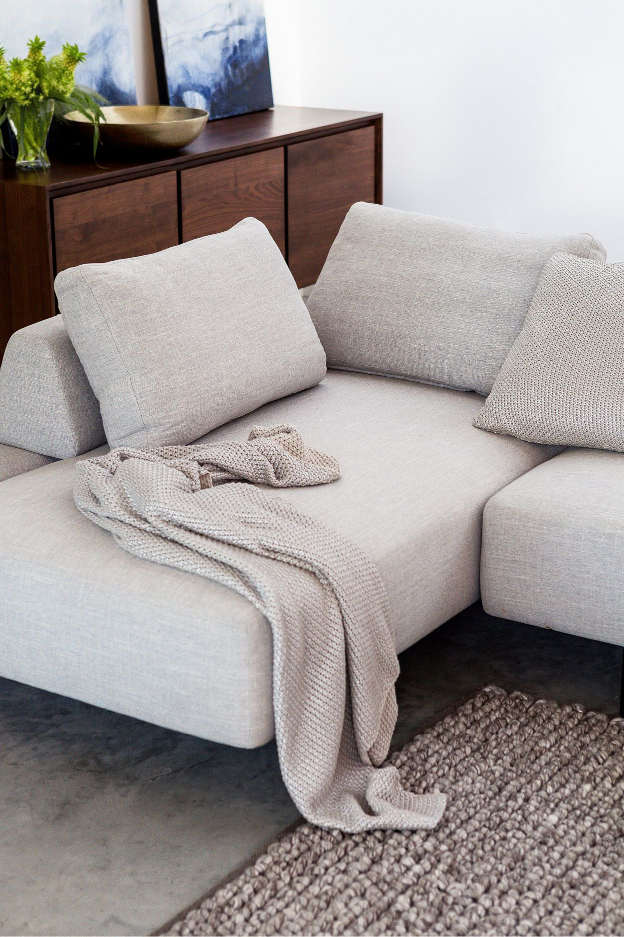 The holidays require a lot of flexibility the divan sofa has just that with its moveable backrest system built for endless configuration possibilities