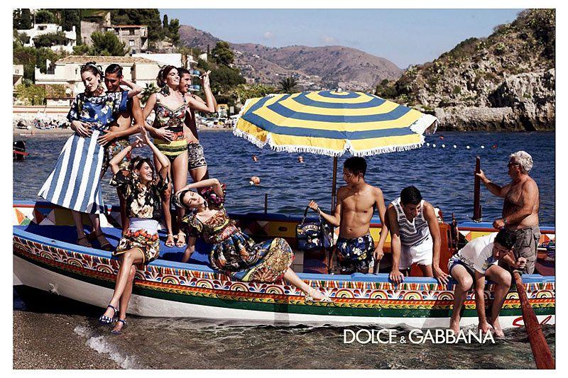 Dolce gabbana nos invita a las playas italianas en su for Benetton y sus campanas publicitarias