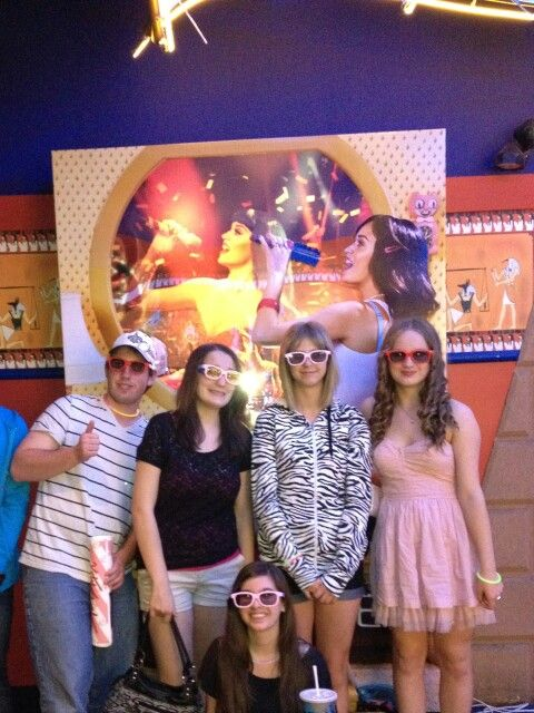 My fellow KatyCats + friends and I at our fan sneak!