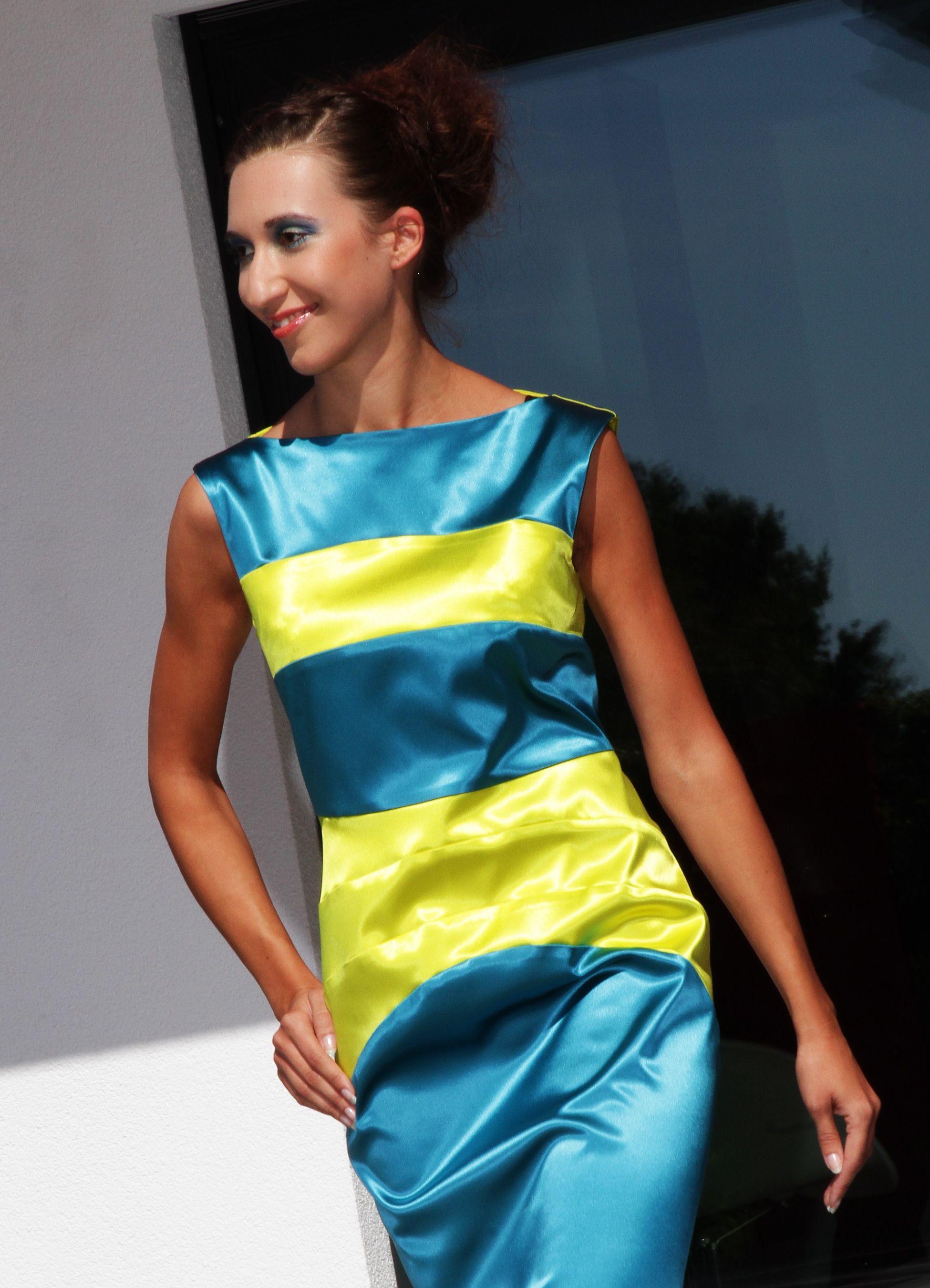 Simone Weghorn - Modedesign; Vogelfrei; Etuikleid, kurz, ärmellos ...