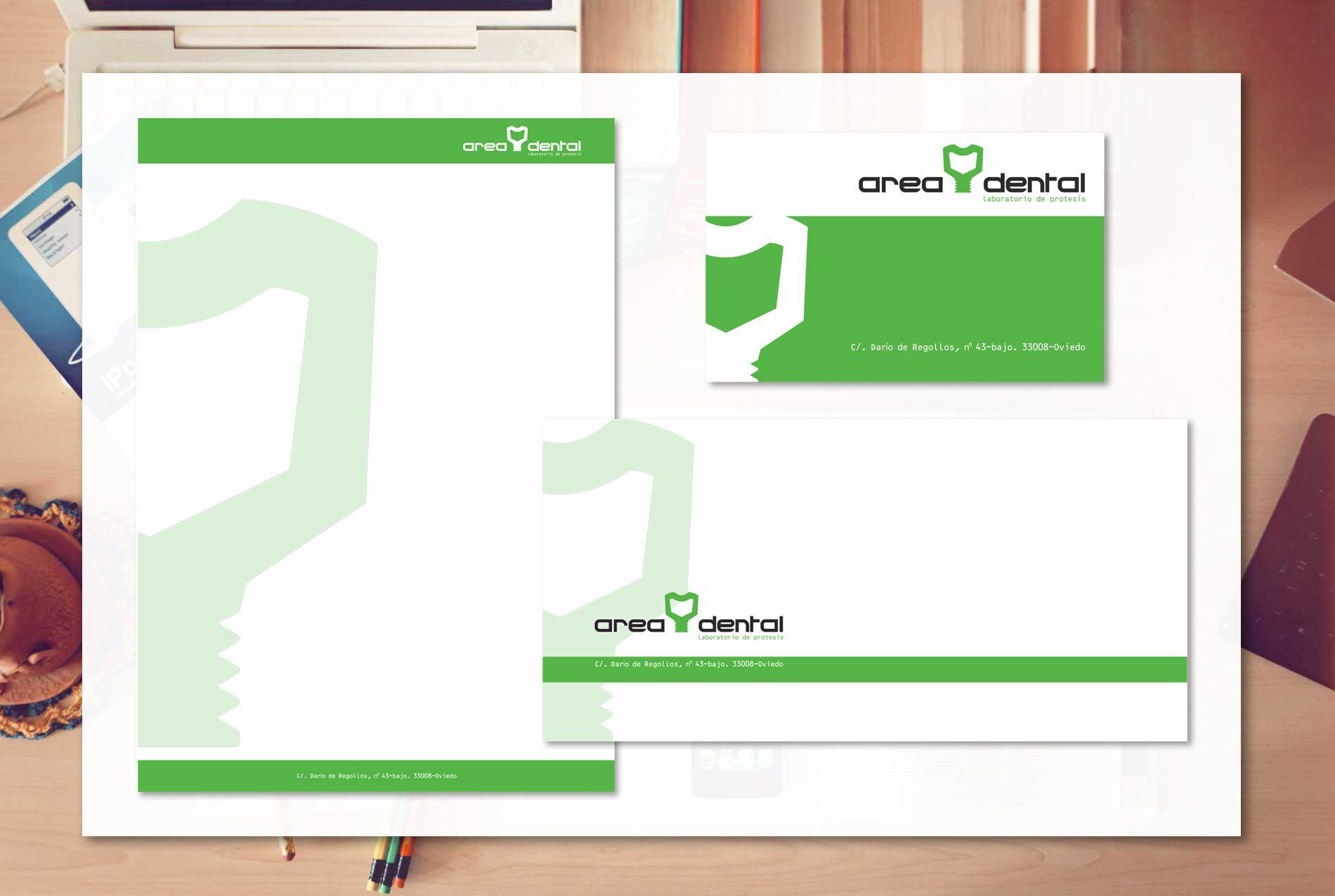 Aplicación de logotipo en papelería y tarjeta