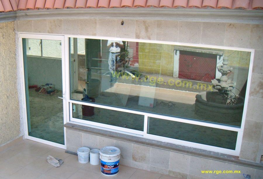 Canceleria de aluminio blanco puerta bandera puertas y for Barandales de aluminio blanco