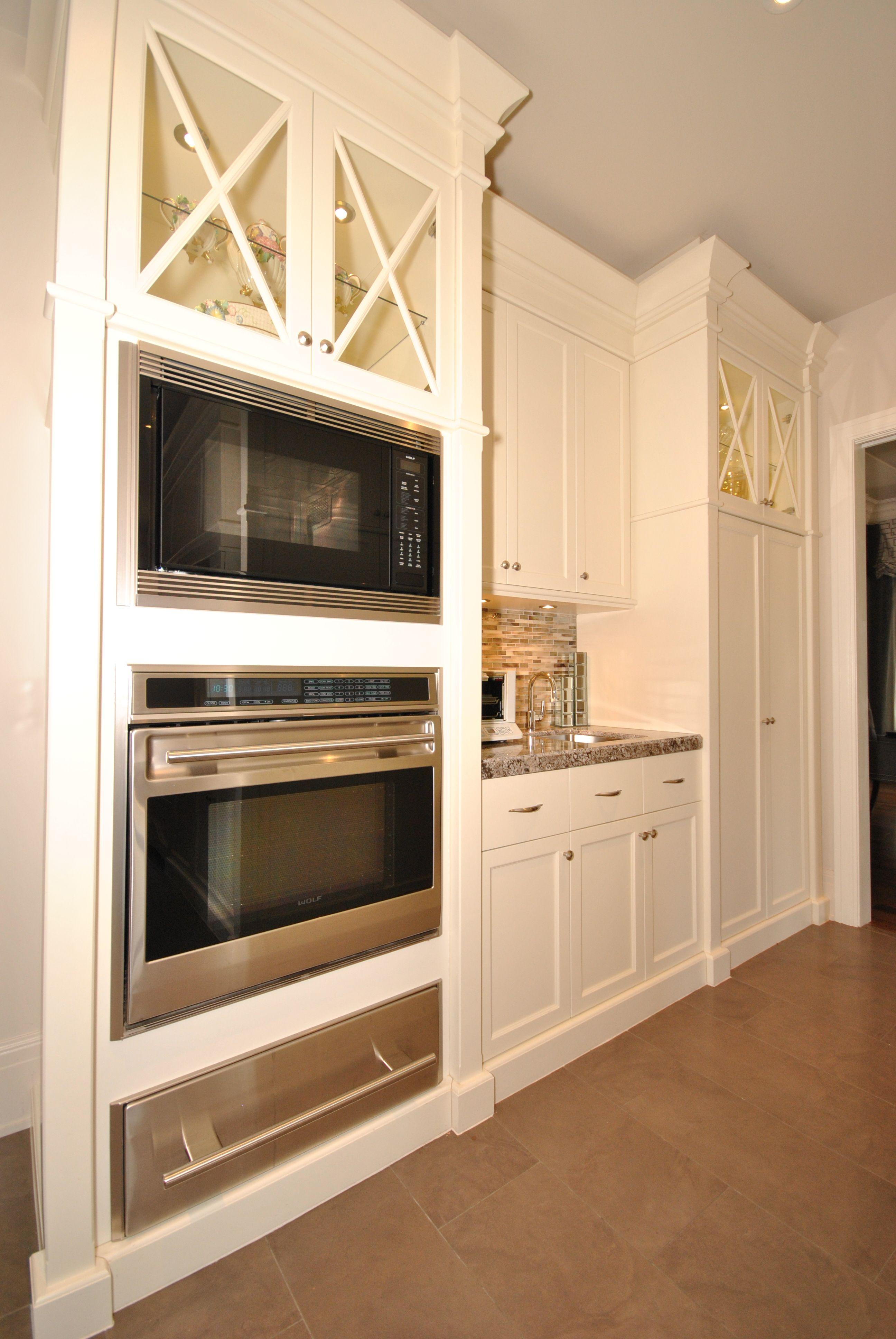 Armoire de cuisine en mersier avec portes vitr s d tail de x double four encastr cuisine - Cuisine avec vitre ...