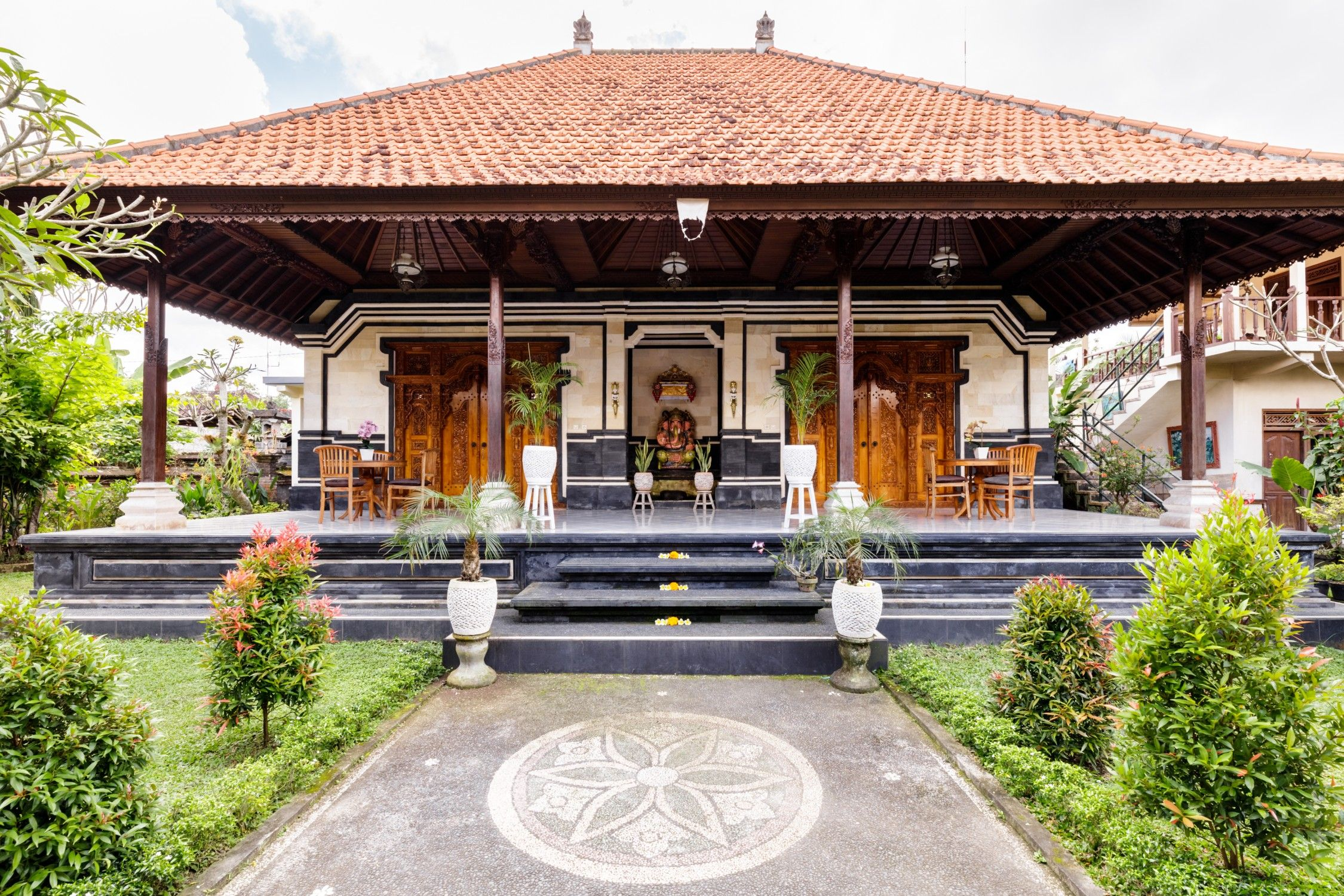 Experience Balinese Living In A Traditional House Houses For Rent In Ubud Bali Indonesia Balinese House Bali House Balinese Home