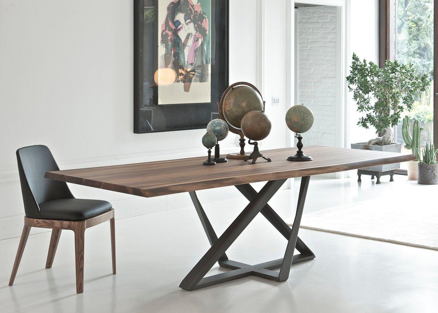 Offrez Vous Le Charme Et L Elegance De La Table Millenium 250x106cm En Noyer Massif Pieds Metalliques Table Salle A Manger Table A Manger Contemporaine Meuble