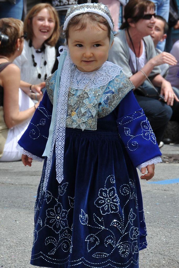 Costume de Plougastel-Daoulas  FETE DES FRAISES 2010 | Flickr - Photo Sharing!