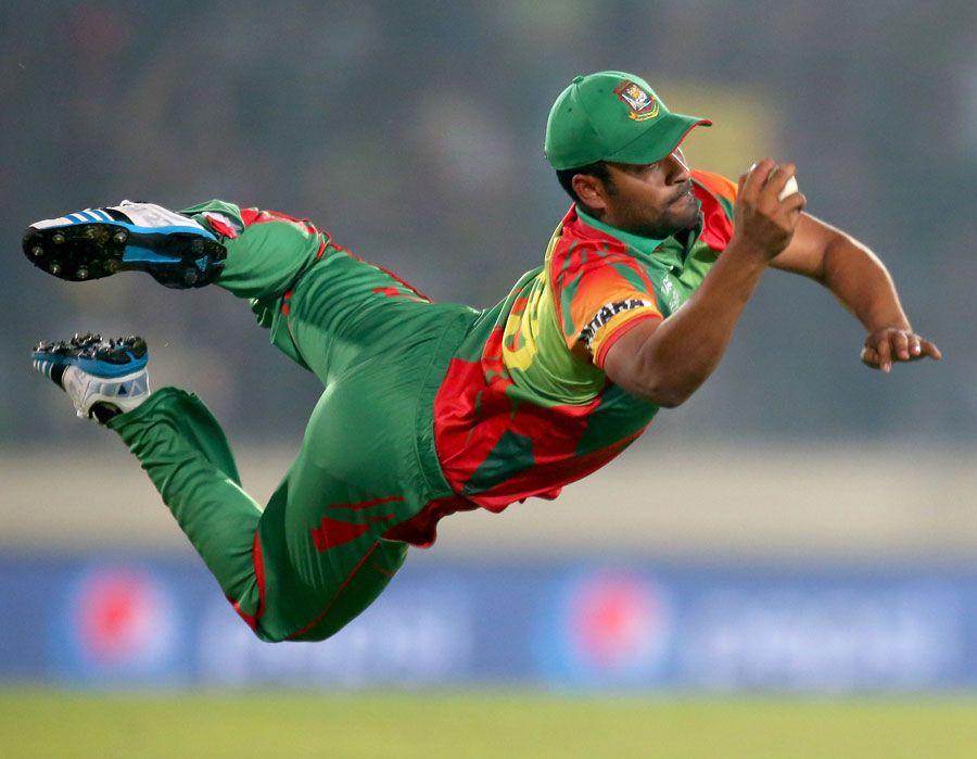 Tamim Iqbal Takes A Stunner To Dismiss Dwayne Bravo Bangladesh V West Indies World T20 Group 2 Mirpur March 25 2014 Bangladesh Cricket Team