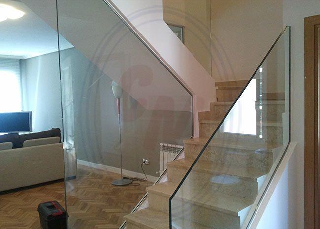 Poniendo una escalera de cristal dars ms luz y espacio a todas las