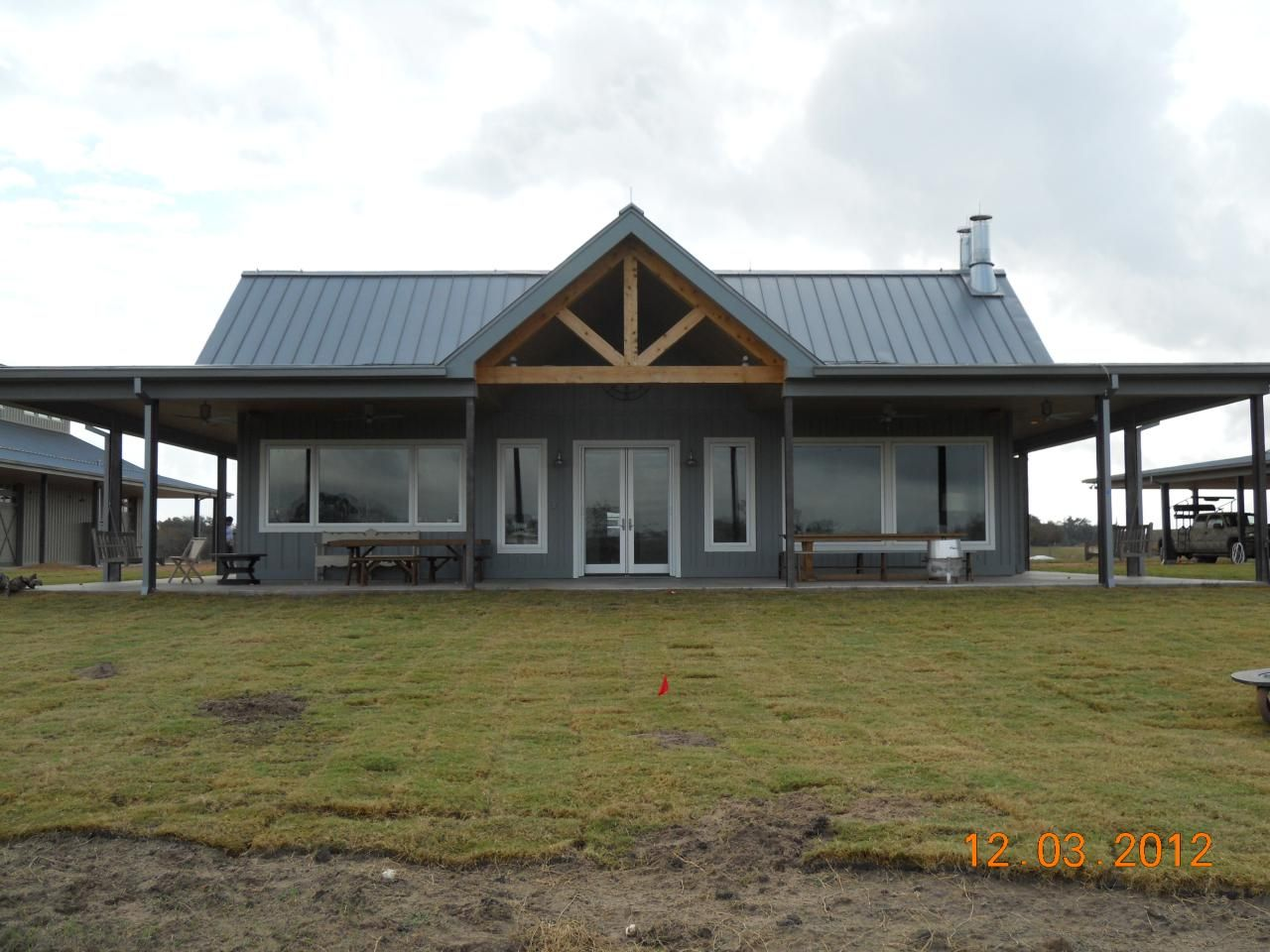 Barndominium gallery cross creek construction design for Pole barn home gallery