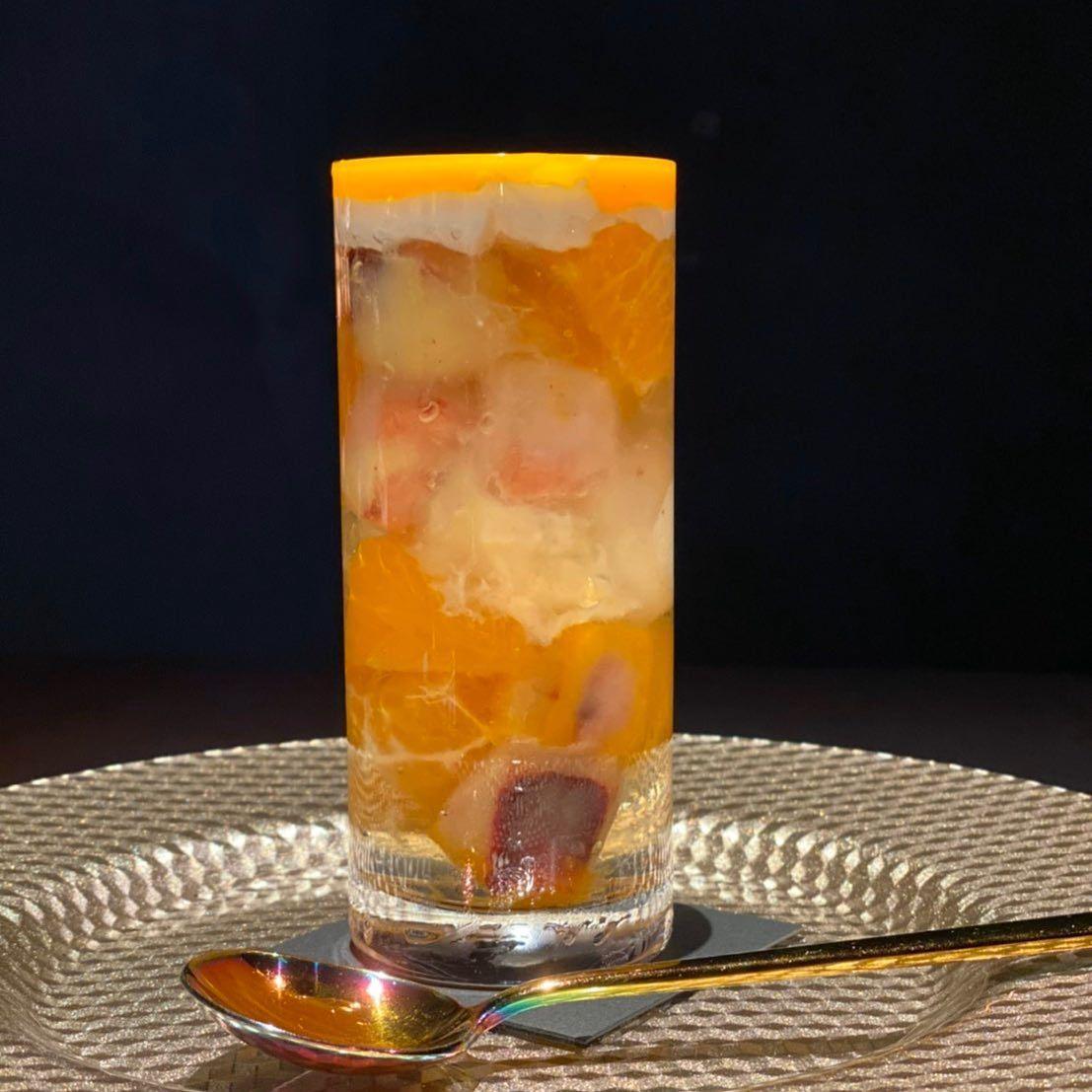 アイス 中 キューブ の の グラス