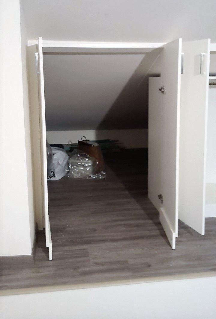 Le ante dell'armadio nascondono l'accesso alla mansarda ...