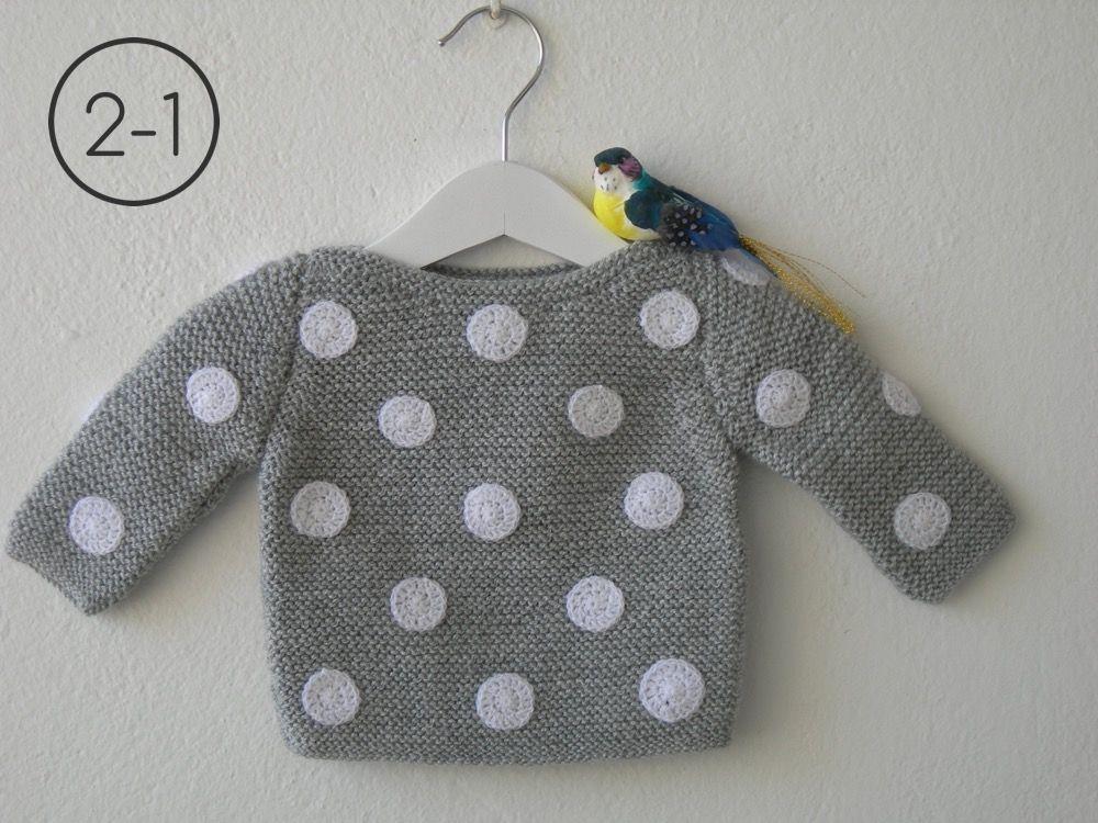Jersey para bebe hecho a punto bobo con lunares a - Color gris claro ...