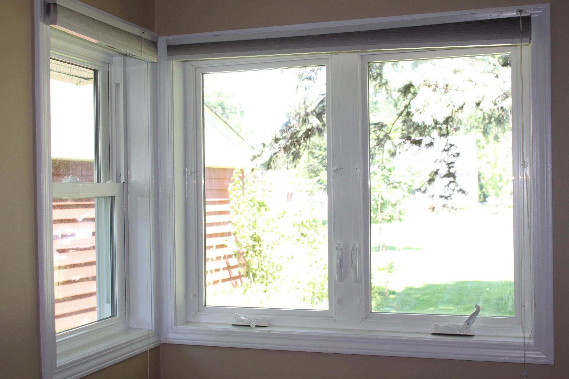 Casement windows stunning windows with casement with for Best vinyl replacement windows