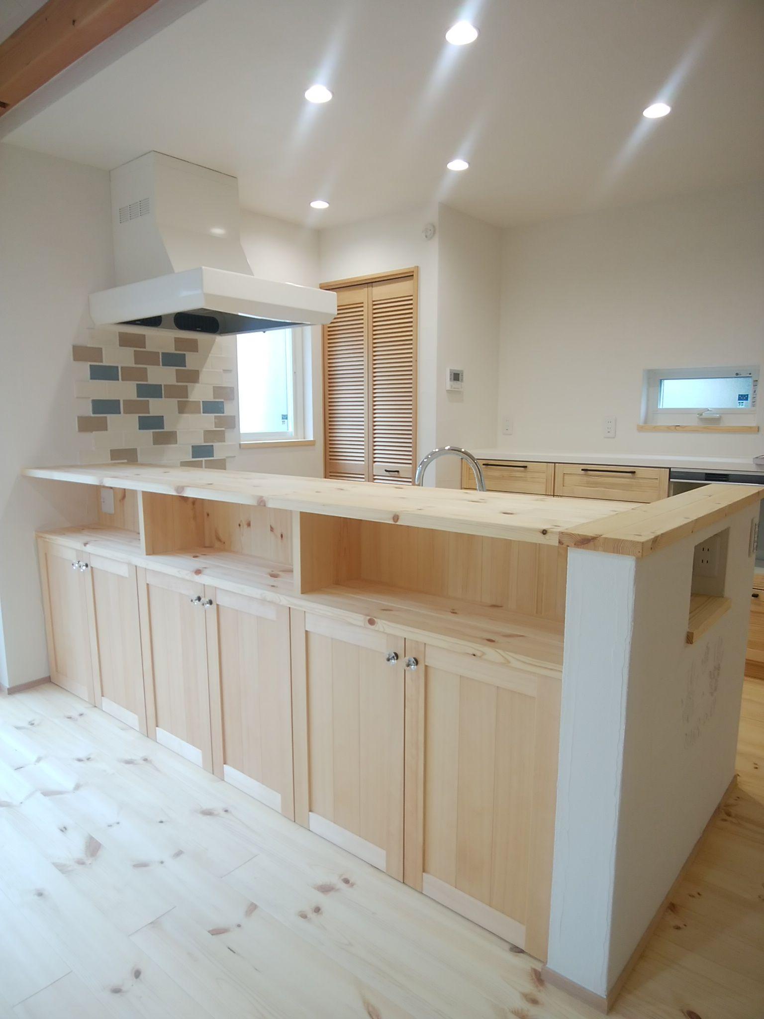 たっぷり収納できて カウンターとしても使える 便利な造作キッチン