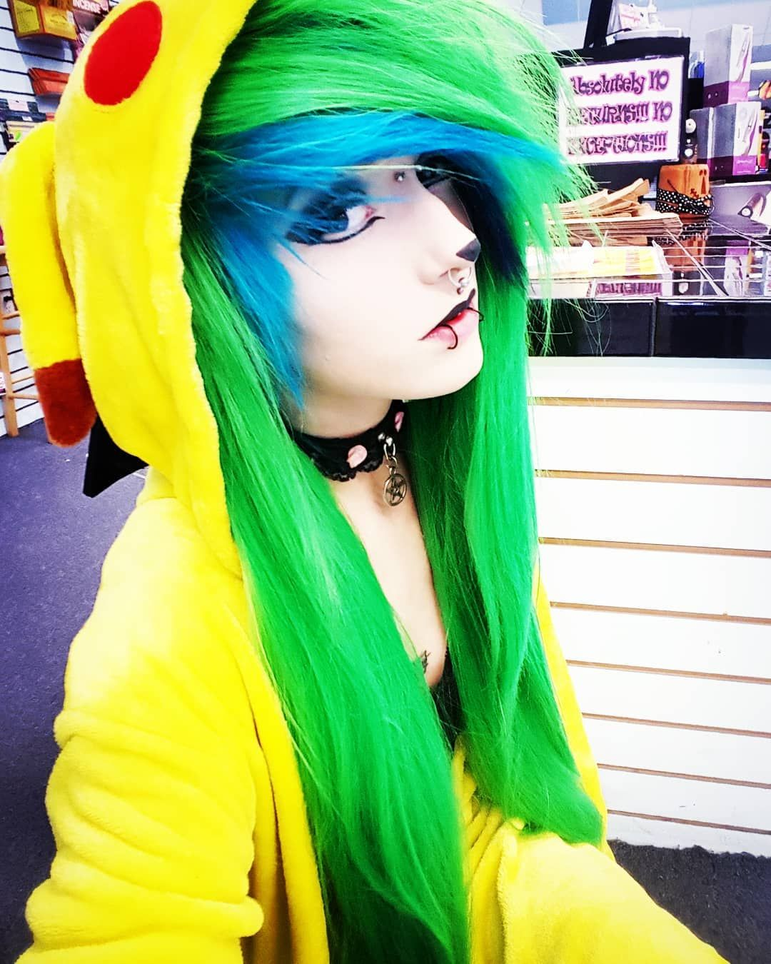 Alexangelbite goals scene alternative hair blue green cute