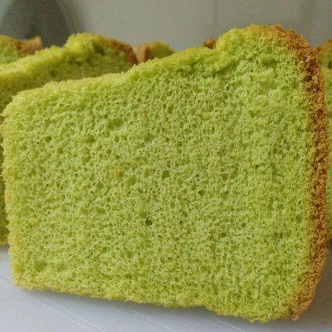 Pandan Chiffon Cake: Ingredients: 4 large eggs yolk 113g flour 50g caster sugar 1 tsp baking powder 1/4 tsp salt 60g vegetable oil 20g coconut milk (santan) 80 g fresh pandan juice – blend 4-…