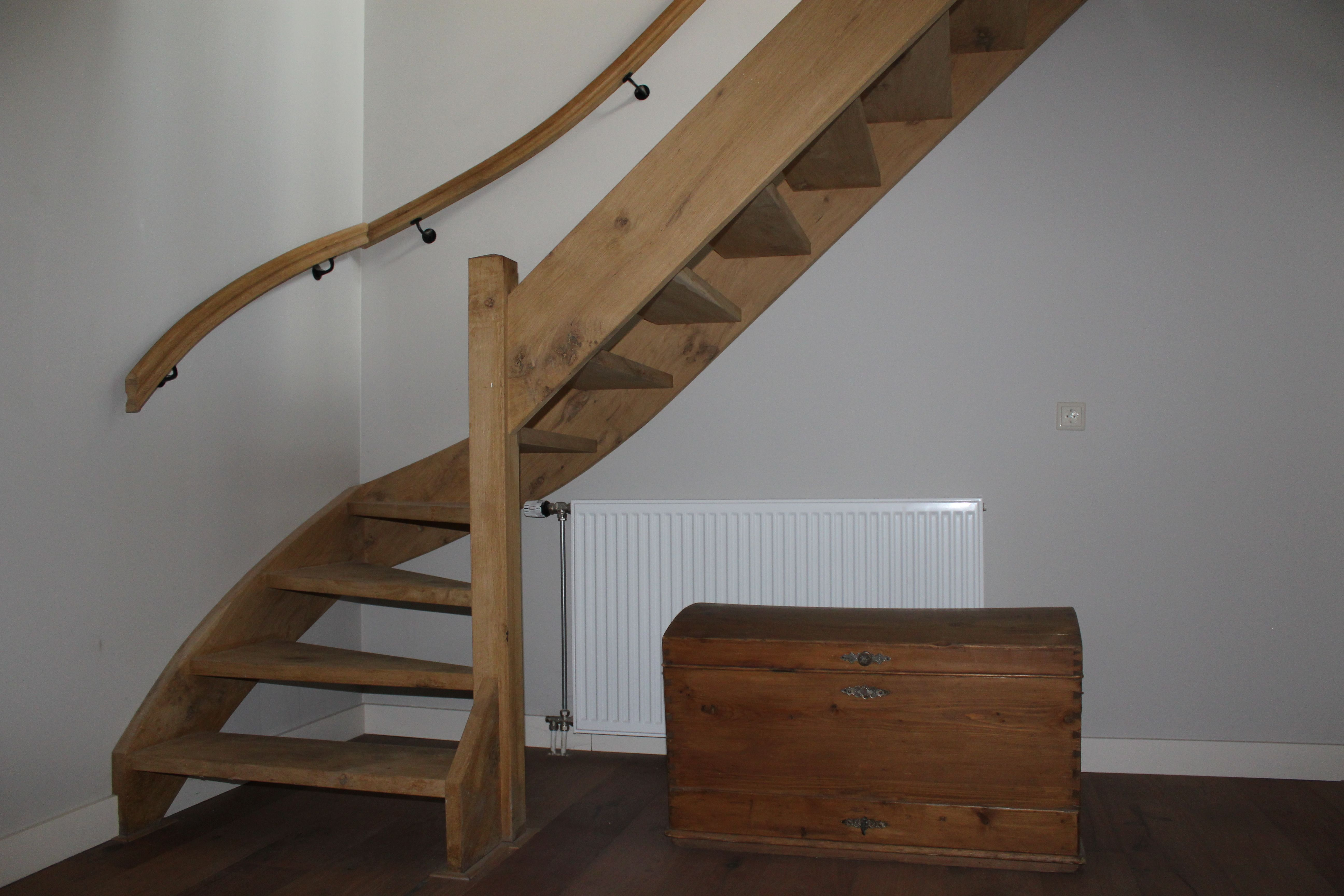 Robuuste eikenhouten trap in landelijke stijl landelijke for Trap eikenhout