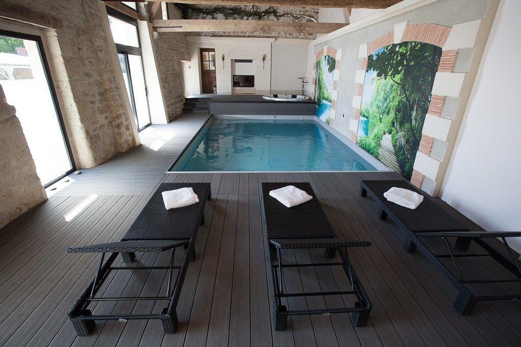 Location vacances gîte Noyant et Aconin Piscine intérieure chauffée - location villa piscine couverte chauffee