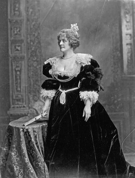 Countess Cadogan as Elizabeth, Queen of Bohemia