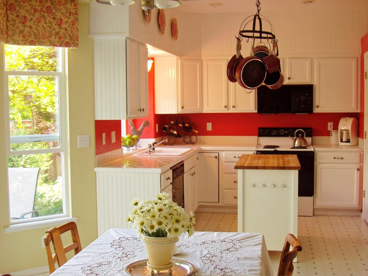 Picking a Kitchen Backsplash   White cottage kitchens, Country ...