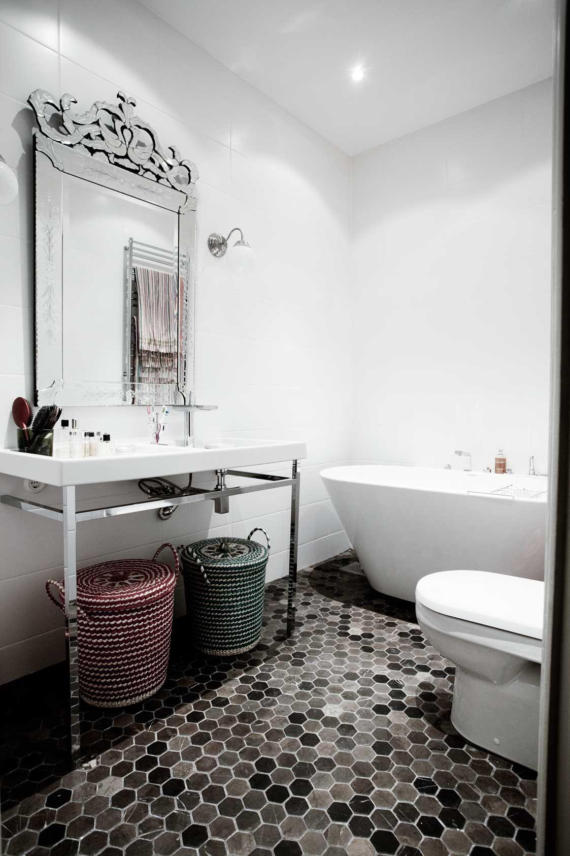 Stilsäkert hemma hos stylisten Jennifer Jansch | Master Bathroom ...
