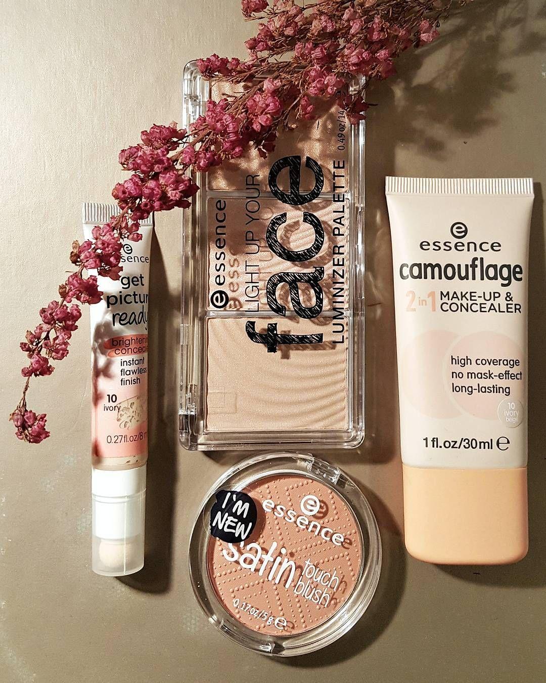 Hehkua ja heleyttä talven kalpeille kasvoille - testissä @essence_cosmetics - edullinen meikkisarja jota saa ainakin Citymarketeista ja Tokmannilta. Kuvan tuotteiden hinnat 3-5 euroa  #essence #essencecosmetics #kosmetiikka #cosmetics #makeup #beauty #kauneus #makeuplover #lightup #concealer #touchblush #poskipuna #sponsored #lifestyleblogger #nelkytplusblogit #åblogit @whynotpr
