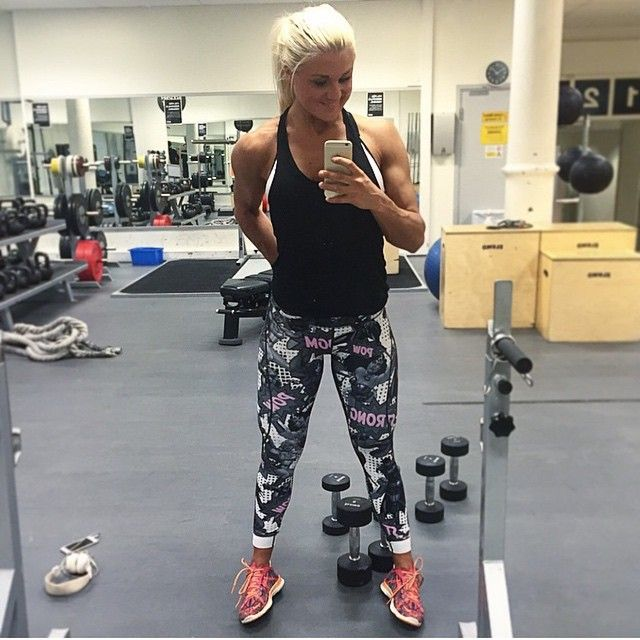 5c3c9abfadb972 Swedish bikini fitness athlete @linnstrand training back & shoulders- her  workout fuelled by our Pink SUPER Compression Pants! Now available in 3  colours ...