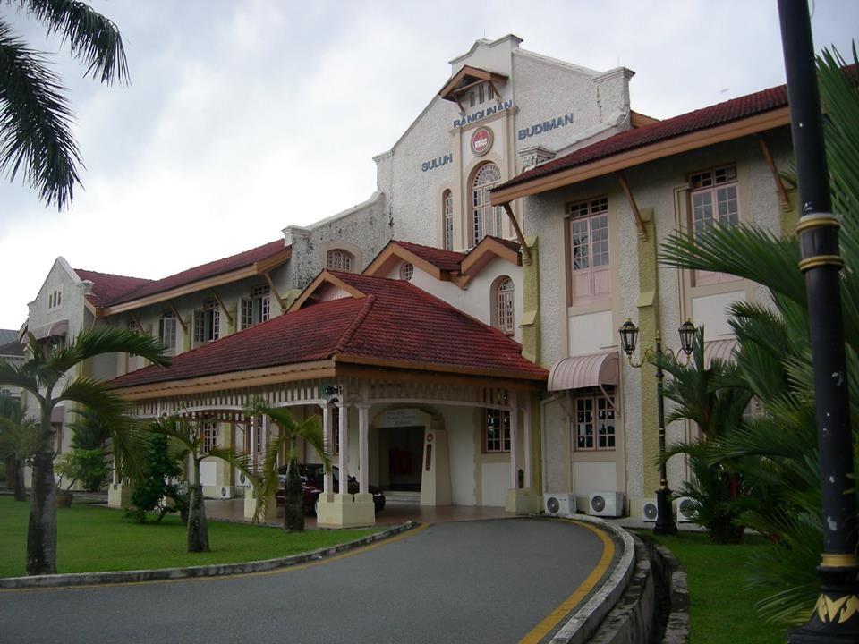 Universiti Pendidikan Sultan Idris Malaysia Located Only 45 Minutes Outside Of Kuala Lumpur The Sultan Idris Education University Study Abroad Abroad Sultan