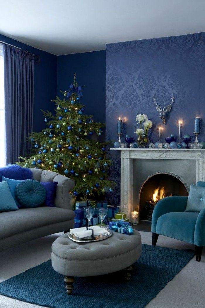 deko zu weihnachten wohnzimmer blaue wandgestaltung weihnachtsbaum ...
