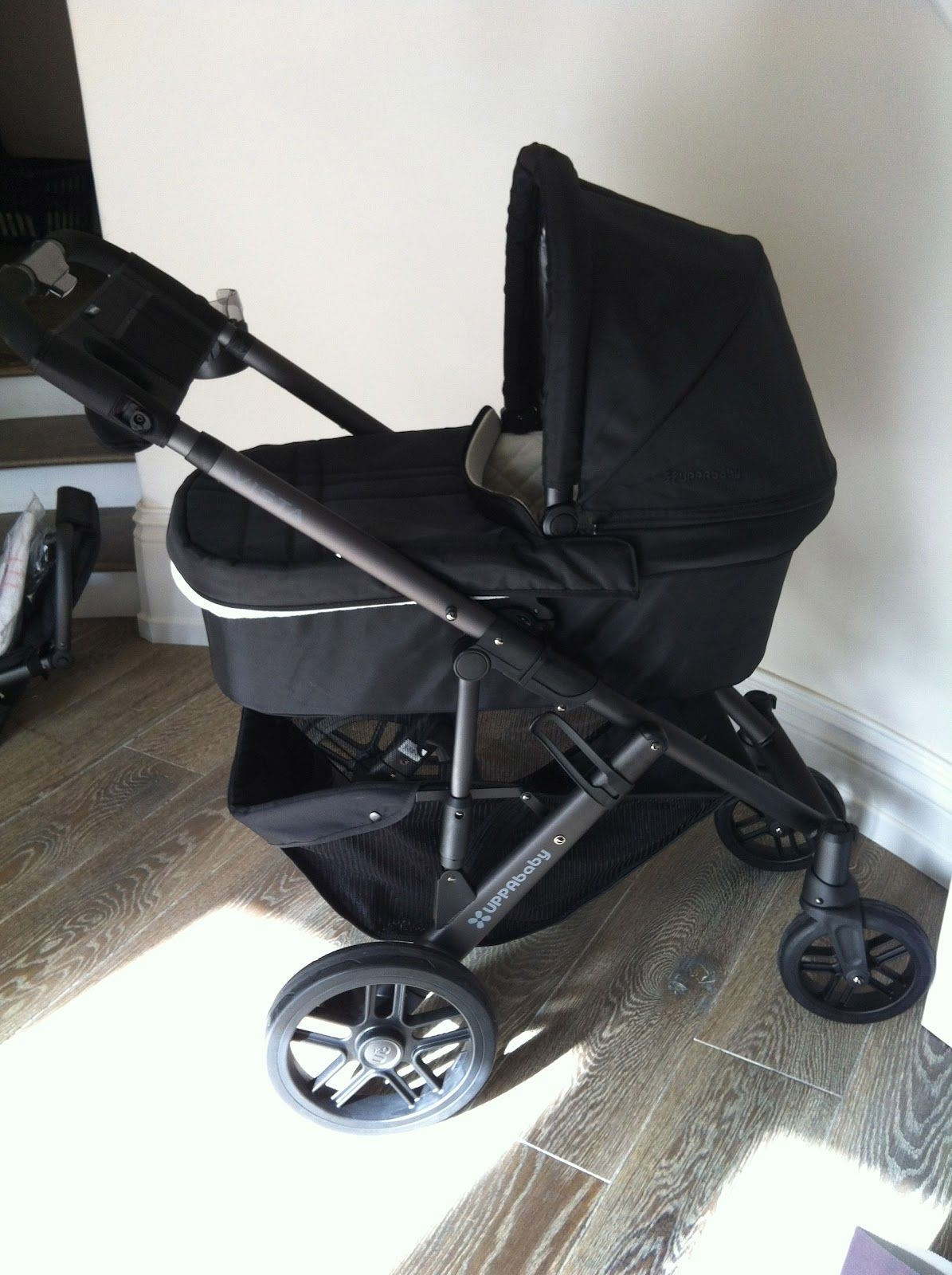 The HONEYBEE 2012 Uppa baby Vista stroller Favorite